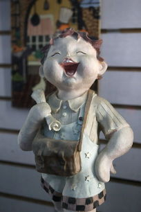 背书包的小男孩卡通瓷雕刻