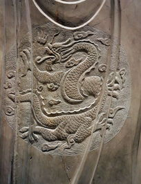 壁刻龙纹图案石雕