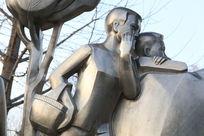 少年英雄提篮子放哨不锈钢雕像