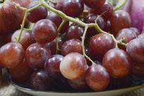 摆拍新鲜葡萄水果特写图片