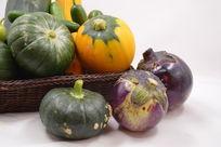摆拍一堆航天蔬菜航天南瓜和茄子特写