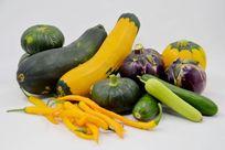 摆拍一堆航天蔬菜航天南瓜和茄子特写图片