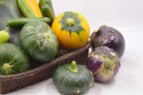 摆拍一堆航天蔬菜航天南瓜和茄子图片