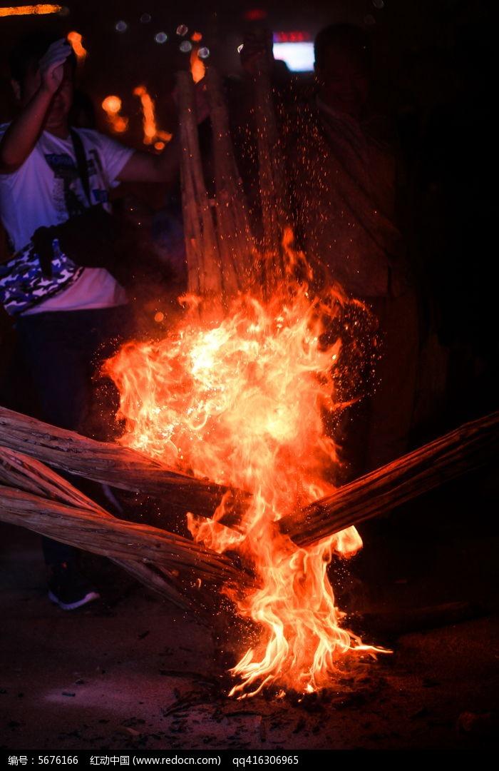 燃烧的火把简笔画图案