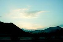 山坳日落时刻太阳