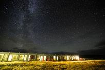 荒野酒店头顶上的星空