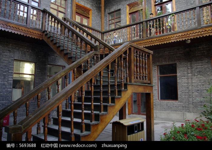 原创摄影图 建筑摄影 城市风光 > 木质楼梯特写图片  素材编号