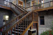 木质楼梯特写