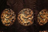 清代晚期石青缎圆形龙纹图案