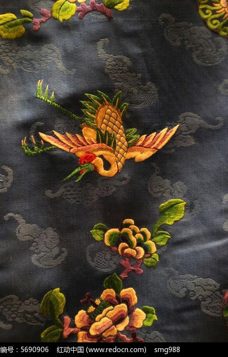 清代中期宝蓝色衣服仙鹤图案