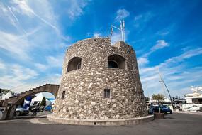 小镇上的石砌小屋