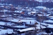 林区人家雪景