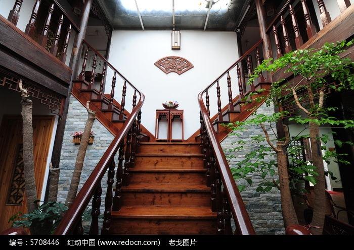 民宿木楼梯图片