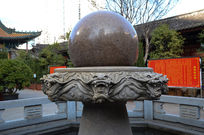 六条龙托石珠雕刻