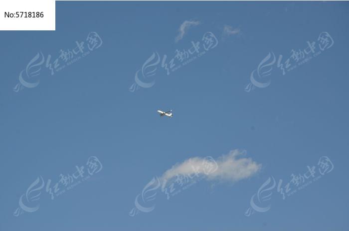 天空中的飞机图片,高清大图_天空云彩素材