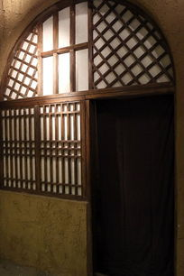 抗战时期延安窑洞的窗户和门