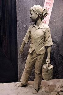 泥塑解放战争地下少先队员雕像贴宣传单