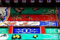北方房梁上的花卉边框图案