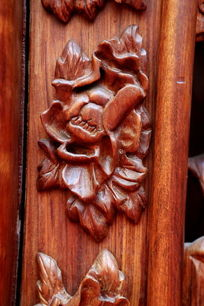 红木雕刻花朵图案