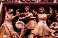 木刻各民族团结载歌载舞的人像雕刻