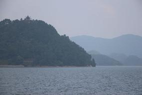 千岛湖小岛上的古塔