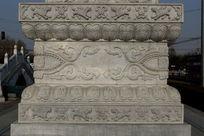 石碑上的瑞兽及花纹雕刻