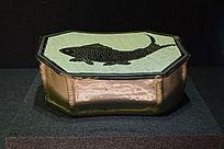 褐釉鱼纹方形枕