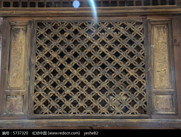 原创摄影图 艺术文化 雕刻艺术 菱形木窗格  请您分享: 素材描述:红动