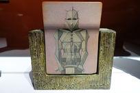 青铜雕塑与木板绘画《士兵》