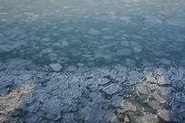 由冰块构成的冰面