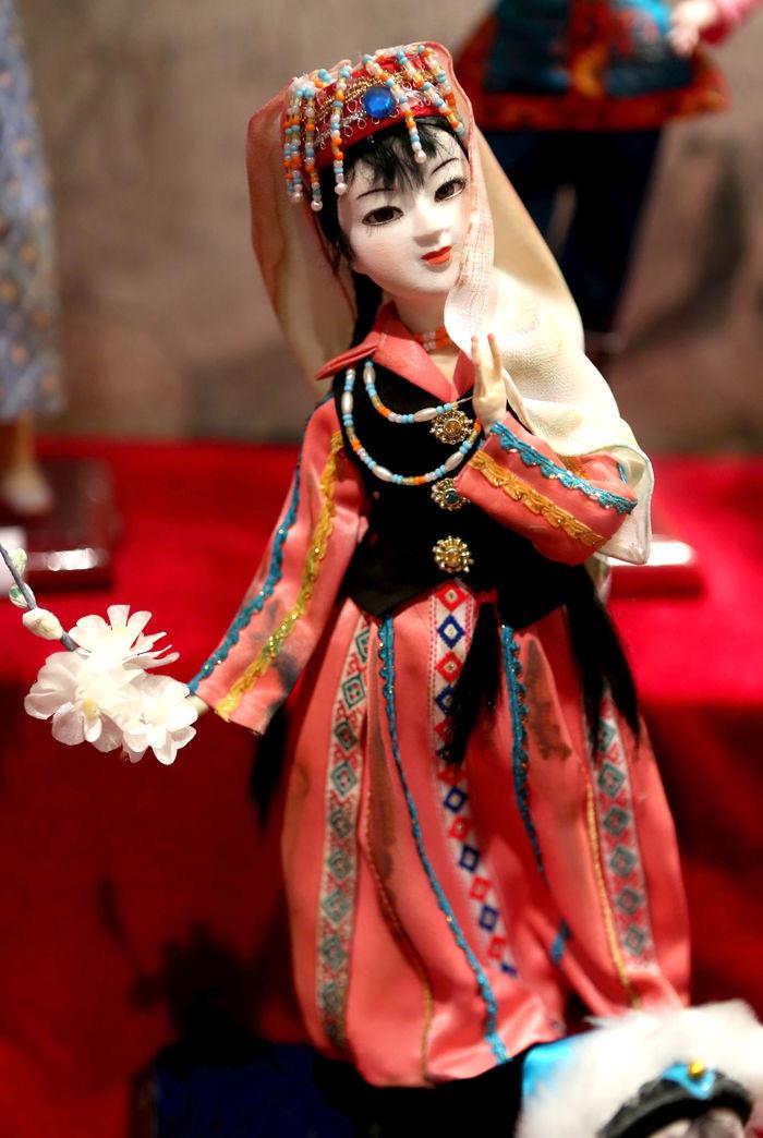 中华 五十六个 民族服饰 塔吉克族图片,高清大图