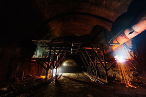 峰高岭隧道在紧张的施工中