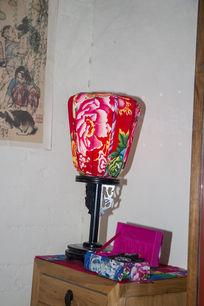 牡丹花纹图案台灯