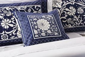 绣花针织枕头