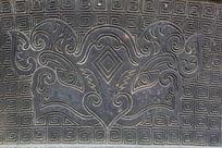 古古代回纹背景花卉图案铜雕刻