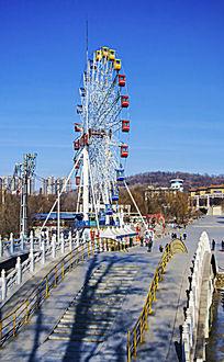 鞍山玉佛山复拱式摩天轮与三孔桥