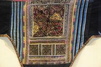 混沌花纹刺绣背带-壮族