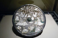 螺钿花鸟人物纹青铜镜