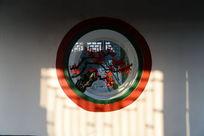 颐和园长廊上的腊梅圆窗