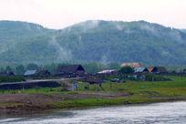 中俄界河云雾村庄