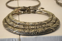 民国苗族雕花双龙抢珠纹三穿银项圈