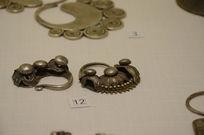 银饰耳饰-侗族菊花龙爪叶银耳环