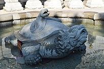 乌龟和蛇雕塑