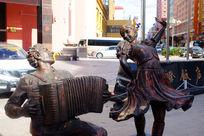 满洲里街头雕塑《街舞琴师》