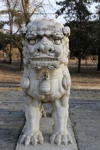 十三陵神道石像生站姿狮子正面石雕像
