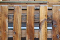 竖排杉木栅栏背景