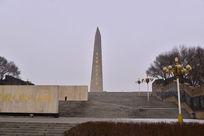 广场上的石碑