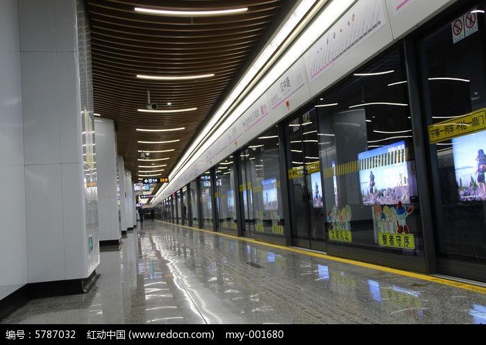地鐵漢中路站臺圖片