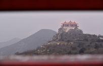 狮脑山上的纪念塔