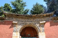 普贤寺的白族门楼